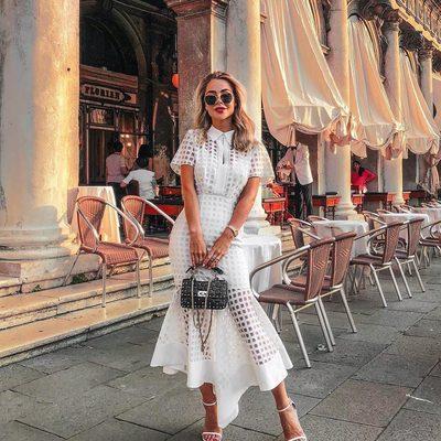 BELLISIMA @johannaeolsson 💃✨ Shop our luxurious Italian Illusion check dresses through link in bio! #venice #white #summer #millymoment