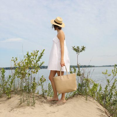 COTTAGE CALLING || Early morning coffee on the dock, paddle boat rides, weird tan lines, marshmallows roasted by the fire. Let your senses live this summer. The SCHLEPP in CARDAMON. • • #linkinbio #ss18 #mattandnat #livebeautifully #materialsandnature #vegan #crueltyfree #recycled #handbags