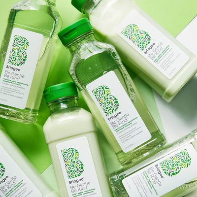 Clean hair, reimagined.💚 Inspired by green juice @briogeo's Be Gentle, Be Kind Matcha + Apple Replenishing Superfood Shampoo and Kale + Apple Replenishing Superfood Conditioner give thirsty strands a nourishing boost of vitamins and hydration to support your hair health 🍏🍵