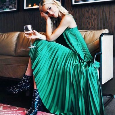 GORGEOUS IN GREEN 💚✅ courtesy of @happilygrey! Shop the pleated Irene dress on MILLY.com through link in bio! #green #pleats #spring18 #millymoment
