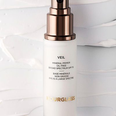 Our award-winning #VeilMineralPrimer minimizes the appearance of pores, repels water, and is sweat resistant so makeup looks freshly applied all day long. Shop our #vegan, oil-free primer at @sephora. #MagicOfVeil #crueltyfree #hourglasscosmetics