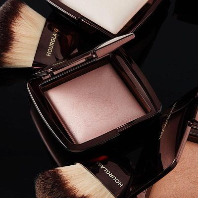 Inspired by different light sources, whether it's luminous candlelight or radiant sunlight, our #AmbientLighting Powders contain Photoluminescent Technology that mimics the source to give you a flawless complexion. #crueltyfreeluxurybeauty #hourglasscosmetics
