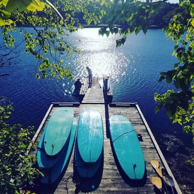 Weekend vibes from Halifornia 🤙 For more summer vacation inspiration, go to the link in our bio and tap this image 😎 . 📍 SUP Yoga Halifax, St. Margaret's Bay 📷: @milo.and.me