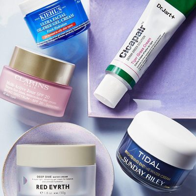 As we get closer to summer, it may be time to swap out your daily moisturizer for one that better benefits your skin type in warmer weather. Click the 🔗 in our bio to learn about what ingredients to look for (thanks to tips from Derm @drdanbelkin) and some of our favorite formulas.