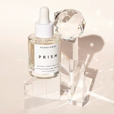 Short on time? Prism Potion is here for you. Not only does this super lightweight serum gently exfoliate but it also multitasks to hydrate, brighten and refine - making it the perfect potion for those mornings when you only have time for one product and want your skin to look it's best, naturally.👌🤩🌈Available @Sephora #prismpotion #cleanatsephora