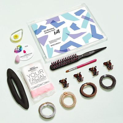 Your beauty reinforcements have arrived! 🙌 Our Birchbox Beauty Tools Kit is packed with important extras (no-snag hair ties, a mini makeup sponge, an eyeshadow brush) to help you look polished and put-together with ease. Click the link in bio to buy this kit!