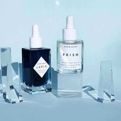 Apply this skin perfecting duo for crystal-clear, glowing + balanced skin.💎🤩TIP: Mix a few drops of Prism Potion with a few drops of Lapis Oil and apply them together for a Clarifying Glow Potion morning or night. Both are available @Sephora photo by @sarahwillcoxphotography 🦄💎