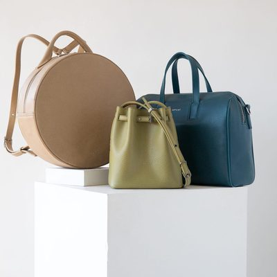 TRIPLE THREATS || Stop what you are doing. Your attention is needed. These three summer hues are up to 40% off now. You read correctly. CARDAMON, GRASS & HORIZON are just waiting for you to take them home. (Note: backpacks are 25% off) Products shown KIARA, LEXI MINI, and MITSUKO. • • #linkinbio #ss18 #mattandnat #livebeautifully #materialsandnature #vegan #crueltyfree #recycled #handbags #sale #ss18sale