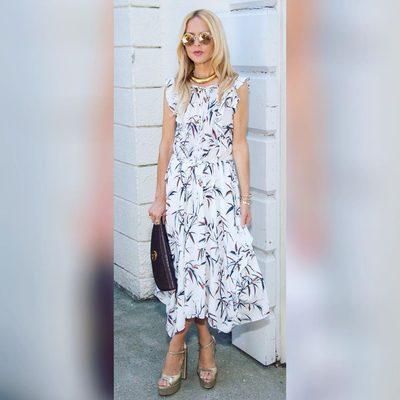 A Sunday morning premiere is the perfect excuse to wear my new Pippa @shoprachelzoe dress and Gold willow @shoprachelzoe heels 💃👡👗Shop at link in bio 💗XoRZ #sundaysundress