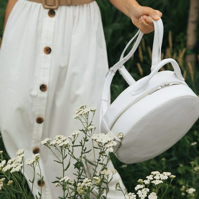 SUNDAY FEELS || White dresses, fresh flowers and the sun warming  skin is the triple threat to our senses we need on a Sunday. The KIARA in WHITE. • • #linkinbio #ss18 #mattandnat #livebeautifully #materialsandnature #vegan #crueltyfree #recycled #handbags #sale #ss18sale