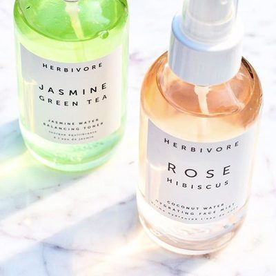 Hope everyone's staying cool out there. 😎 Tip: Keep your Rose Hibiscus and Jasmine Green Tea Face Mists in The refrigerator for extra cooling + refreshing power. 💦💦photo @sublimesplendidskincare #rosehibiscusfacemist #jasminegreenteatoner