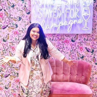 She came, she saw, she stayed for champagne 🥂 @smilesandpearlss stopped by our newest store at the @houstongalleria in Texas for some shopping and of course, complimentary bubbly! Stop by any of our five locations for a free styling appointment—we promise you'll have the time of your life! Click the link in bio to find the store nearest you #XOQ