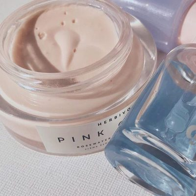 In honor of #texturetuesday Pink Cloud Creme gets its lightweight texture from a blend of Rosewater, Sunflower Seed Oil, Kukui Oil, Shea Butter and Aloe. ☁️🙌@superglowva #pinkcloudcreme