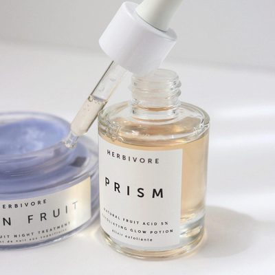 Apply Prism Potion and Moon Fruit Night Cream before bed and wake up to a super-charged glow in the morning.🌙 🤩☀️photo @alyssajuliannebeauty #prismpotion #moonfruit #dreamduo #trulynaturalskincare #naturalskincare