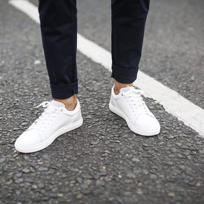 Like newly fallen snow, there is something quite special about a pair of fresh white sneaks.  #lesdeux #whitesneakers