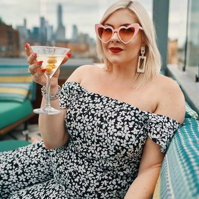 No big deal, just @blonde_inthedistrict living her best #NYFW life 🍸 Shop her floral set at the link in bio #XOQ 📷 @ariellelewisstudios