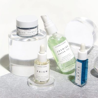 Get good skin naturally with the new BALANCE + CLARIFY Natural Skincare Mini Collection. 🌿✨ Formulated for oily, combination and blemish prone skin types in need of balancing, clarifying, gentle exfoliation and light daily hydration. 💙 Features Prism Exfoliating Glow Potion, Blue Tansy Resurfacing Mask, Jasmine Green Tea Toner, and Lapis Balancing Facial Oil. 👉Shop now @sephora online and herbivore.com!  #herbivorebotanicals #sephora #trulynaturalskincare