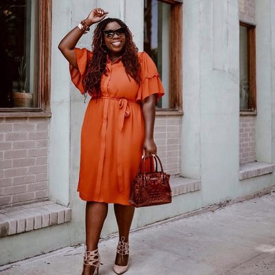 Orange you glad it's almost fall? 🍊 @therusticlife wears our Flare Sleeve Shirtdress—the perfect piece to take you from the final days of summer into the rich colors of fall. Click the link in bio to shop 🔗 #XOQ