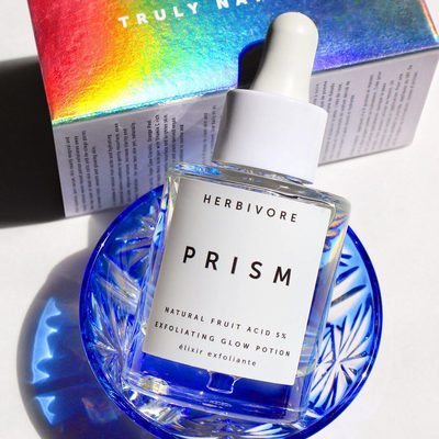 """""""Don't you love it when a product performs as beautifully as it looks? This has made my skin softer and more radiant while adding to my Instagram #shelfie game. Plus, it's natural, vegan, and cruelty-free."""" - Birchbox customer @jeansandgems' 📸 and review of @herbivorebotanicals Prism Exfoliating Glow Potion"""