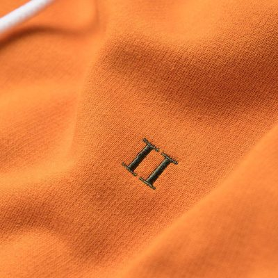 Hoodie French is in many ways the essence of our wellknown minimalistic and clean design. An iconic style, lies in the tricolour pattern of the string in honour of the French flag. #lesdeux #lesdeuxcopenhagen
