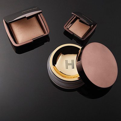 What is the difference between our #AmbientLighting Powder and #VeilSettingPowder? While Veil Translucent Setting Powder sets your look and keeps it looking fresh throughout the day, our Ambient Lighting Powder is a finishing powder that mimics flattering light sources, leaving imperfections subdued and your skin looking naturally flawless. #hgcrueltyfree #hourglasscosmetics