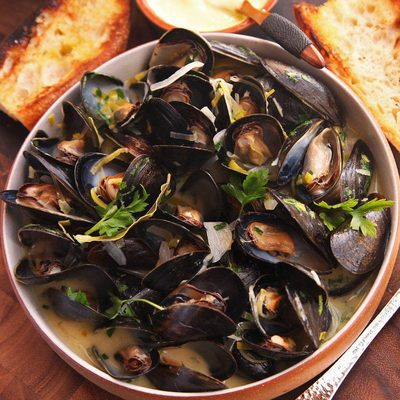 Our favorite fancy fifteen-minute dinner is @kenjilopezalt's moules marinières. It's tonight's recipe for our weeknight meals series—which, if you're not already receiving in your inbox, you can sign up for at the link in our bio. Oh, and get this recipe so you can cook along with us, too!