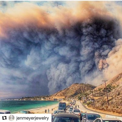 My heart is broken 💔 for all of the victims of these horrific fires so close to home and affecting so many friends and their families 🙏🏻.. Thank you endlessly to the the heroic firefighters trying to end this nightmare ..: please go to the @baby2baby link in bio to help the families get what they need now . XoRZ